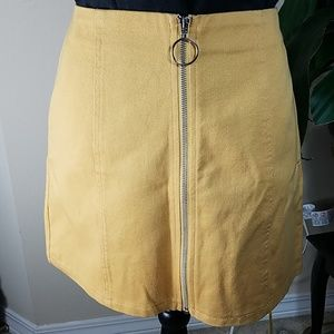 NWOT, gold skirt with zipper, Size L